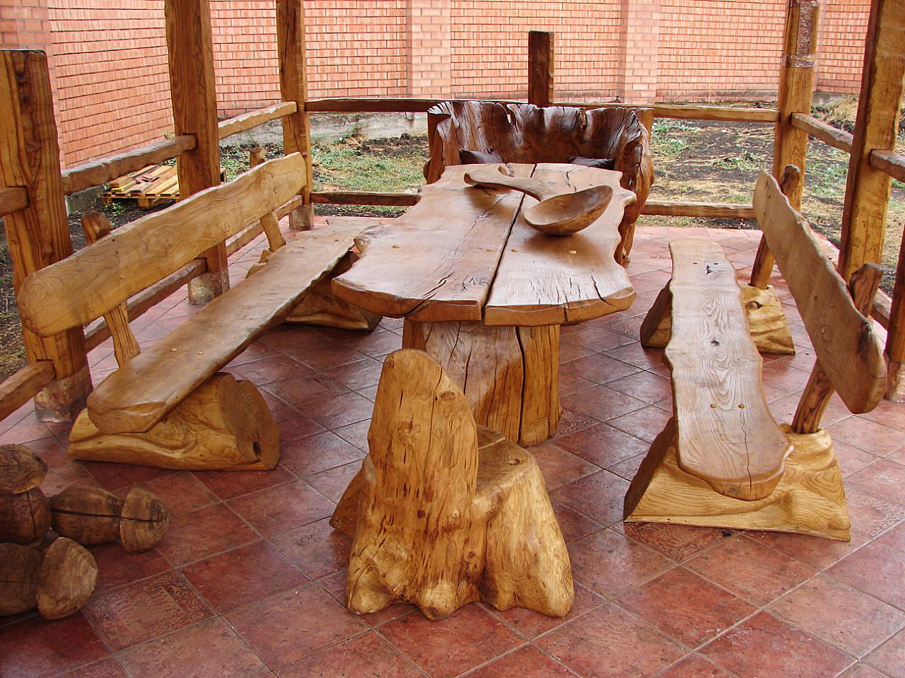 Стол из массива дерева
